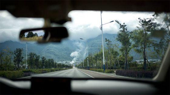 ¿Cómo limpiar los mosquitos del parabrisas del coche?